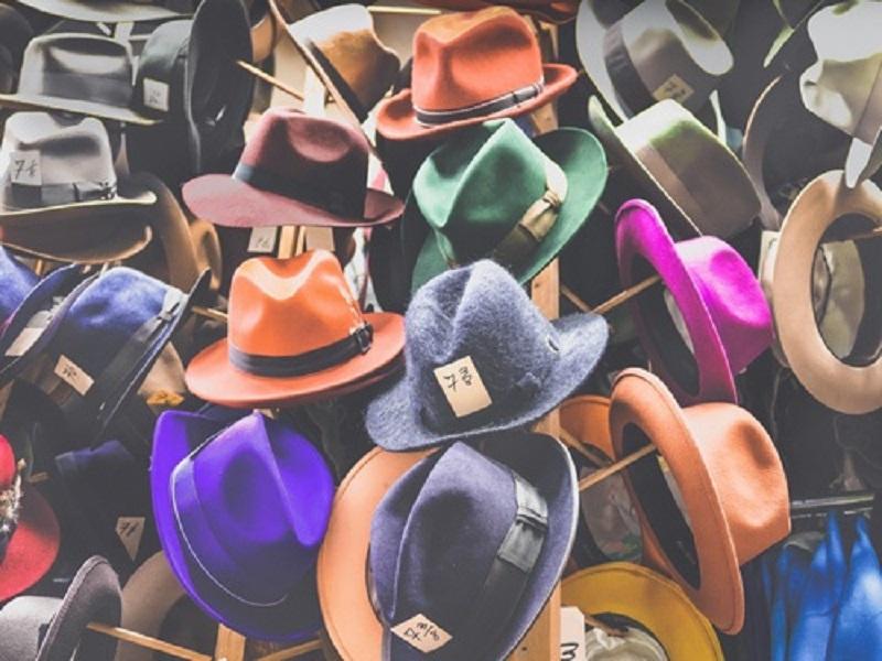 Comment décorer un chapeau de cowboy ?